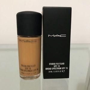 🌺 MAC Cosmetics fix fluid spf15 NC40